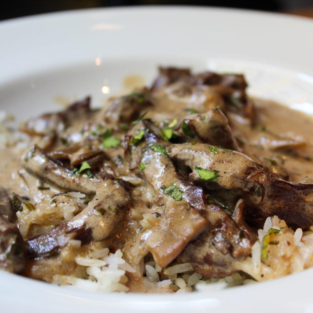 Strogonoff de ternera con arroz jazmín.